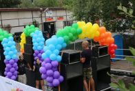 Decorating cars Prague Pride